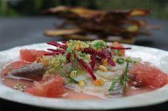Ceviche de San Pietro com grapefruit e crocante de milho e ervilha. Aprenda a fazer: http://www.casadevalentina.com.br/blog/materia/ceviche-by-andr-nogal-1.html  #receita #recipes #food #casadevalentina