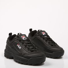 Fila Disruptor en color negro. Cute Sneakers, Black Sneakers, Shoes Sneakers, Shoes Heels, Pretty Shoes, Cute Shoes, Me Too Shoes, Fila Disruptors, Sneakers Fashion Outfits