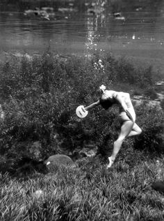 """Swimmer performs beneath the water - """"Rainbow Springs"""" Dunnellon, Florida 1956"""