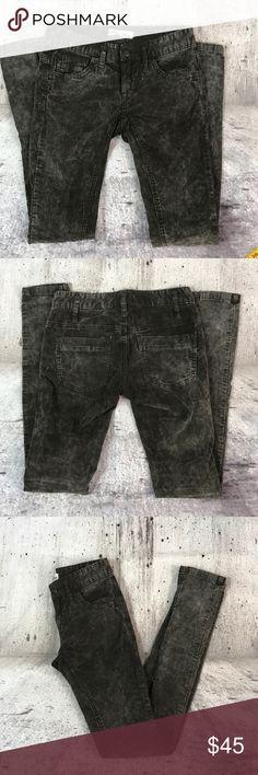 """Free people corduroy skinny pants Free people corduroy skinny pants cotton and spandex blend inseam 31"""" rise 7"""" Free People Pants Skinny"""