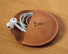 Handmade-stitched Vegetable Leather Earphone case Cable organizer Earphone holder – Nemeth Béláné – Join the world of pin Leather Gifts, Leather Craft, Leather Wallet, Leather Totes, Handmade Leather, Leather Bags, Leather Purses, Leather Accessories, Leather Jewelry