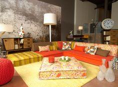 ambiance salon marocain revisitée aux couleurs seventies