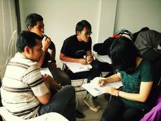 Peserta workshop MBTI & BELBIN diskusi dlm group