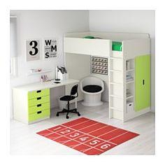 IKEA - STUVA, Hochbettkomb. 4 Schubl./2 Türen, weiß/grün, , Dieses Hochbett wird zur Komplettlösung fürs Kinderzimmer - mit Schreibtisch, Regal und Kleiderschrank.Der Schreibtisch kann parallel oder rechtwinklig zum Bett angebracht werden. Ergänzt mit 2 ADILS Beinen kann er frei stehen.Steht der Schreibtisch rechtwinklig zum Bett, ist der Kleiderschrank von zwei Seiten zugänglich.Zur Minderung der Rutschgefahr sind die Leitersprossen gefast.Dank Kabelöffnung in der Schreibtischplatte sind…