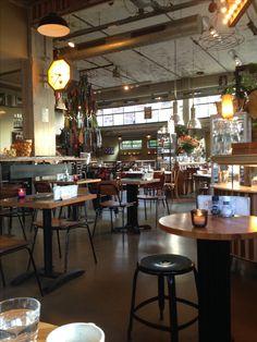 Colazione van 8.30-12.00 @    Vicini ..croissant  met heerlijke cappuccino  .. En rond 10 uur nemen we nog een cheesecake en carrotcake mmmm