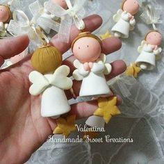 Fronte - retro campanella angelo con mani giunte #angelo #angioletti #campanella #stella #bomboniere #bomboniera #fattoamano #clay #valentinahmsc #bombonierebattesimo #regalo #natale #christmas #addobbi