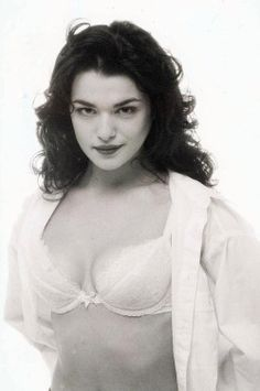 Rachel Weisz Can't Find He. is listed (or ranked) 2 on the list The 23 Hottest Rachel Weisz Photos of All Time Beautiful Celebrities, Beautiful Actresses, Beautiful Women, Hot Actresses, Rachel Weisz Young, Rachel Weiss, Actrices Hollywood, Jolie Photo, Facon