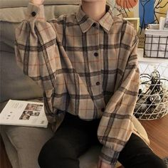 flannel fall outfits style tips how to wear your favorite shirt 26 ~ my. Vintage Outfits, Retro Outfits, Casual Outfits, Korean Outfits, Mode Outfits, Fashion Outfits, Fashion Tips, Mode Kpop, Cute Fashion