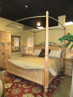 henredon four poster canopy bed in a king size the light wood of this bed - Light Hardwood Canopy 2016
