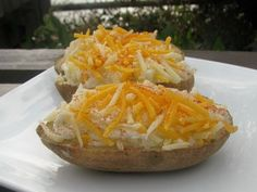 "Make-Ahead Twice-Baked Potatoes. Pinner says: ""Twice baked potatoes are great to keep in on hand for busy days/unexpected company! When baking potatoes are on sale, buy a bag &make about of these creamy, delicious potatoes for the freezer. Freezer Cooking, Freezer Meals, Cooking Recipes, Freezer Recipes, Batch Cooking, Freezable Meals, Skillet Recipes, Side Recipes, Crockpot Meals"