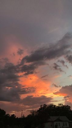 Photography nature sky sun ideas - Photography, Landscape photography, Photography tips Pretty Sky, Beautiful Sunset, Landscape Photography, Nature Photography, Aesthetic Photography Nature, Sky Aesthetic, Sunset Sky, Sky And Clouds, Aesthetic Pictures