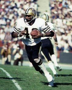 RB Chuck Munice, the New Orleans Saints first-round draft pick in 1976, passed away yesterday. Our thoughts are with his friends, family and the Who Dat Nation.