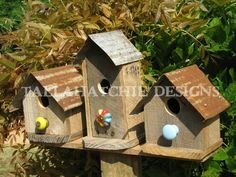Primitive Birdhouses Rustic Birdhouses Tin by TallahatchieDesigns Reclaimed Barn Wood, Old Wood, Rustic Wood, Distressed Wood, Weathered Wood, Rustic Spoons, Wood Slab, How To Distress Wood, Bird Houses