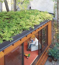 いいね!175件、コメント5件 ― コンテナハウスUNITさん(@unit_containerhouse)のInstagramアカウント: 「木の箱に見える屋上緑化のコンテナハウス。 断熱効果と省エネ効果、屋上緑化の植物と土壌には直射日光を遮り、屋根の断熱効果が期待できます。 ご興味ある方は『UNIT コンテナハウス』と検索🔍…」