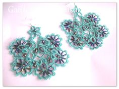 Tatted lace earrings 'Popsicle toes' in turquoise, original design Gaëlle, handmade customizable earrings, original hand tatted earrings by gaestattedtreasures on Etsy
