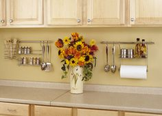 Unless you designed your kitchen yourself, you probably have a few complaints about the storage aspect. But there are plenty of ways to easily expand your kitchen storage space without cluttering up the counters. Read here. Kitchen Rails, Kitchen Wall Storage, Kitchen Pantry, Design Your Kitchen, Hanging Rail, Decorative Storage, New Homes, Organization, Dining