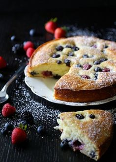Easy Ricotta Cake with Berries. Make mom smile this Sunday by serving her a slice of this Easy Ricotta Cake with Fresh Berries for breakfast or dessert! No Bake Desserts, Easy Desserts, Delicious Desserts, Yummy Food, Sweet Desserts, Baking Recipes, Cake Recipes, Dessert Recipes, Ricotta Dessert