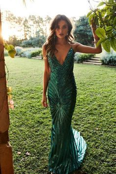 A&N Justina - Emerald Sequin Gown with V Neckline and Low Back Emerald Wedding Dresses, Emerald Gown, Emerald Green Dresses, Green Formal Dresses, Long Dresses, Green Sequin Dress, Sequin Maxi, Backless Gown, How To Pose