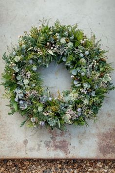 Zita Elze Christmas wreath 2015 photography by Julian Winslow Christmas Door Wreaths, Christmas Flowers, Christmas Tree Toppers, Holiday Wreaths, Christmas Decorations, Christmas Swags, Burlap Christmas, Country Christmas, Christmas Snowman