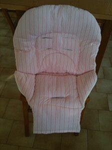 Voila le coussin pour une chaise haute pour remplacer celui qui était abîmé Maintenant il faut faire une housse imperméable !!