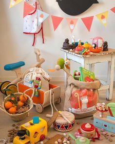 Sint weet waar hij wezen moet: bij Dille & Kamille vindt hij de mooiste cadeautjes. Houten speelgoed, fijne schoencadeautjes, puzzels, mooie boeken en muziekinstrumenten. #dillekamille #sint #sinterklaas