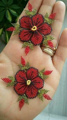 53 crochet flower patterns and what to do with them easy 2019 page 2 of 58 – Beautiful Leaves to Crochet - SalvabraniI think that a model that is contrary to ordinary knitting flower motifs will do a lot of work. I think that this crochet Crochet Motifs, Crochet Flower Patterns, Crochet Doilies, Crochet Flowers, Crochet Stitches, Embroidery Stitches, Embroidery Patterns, Hand Embroidery, Knitting Patterns