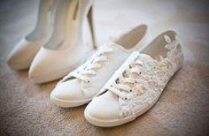 No olvides tener 1 o 2 zapatos extra para el día de tu boda que sean mucho más cómodo, pero no por eso menos lindos!