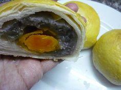 Cách làm bánh pía nhân khoai môn cho tết trung thu - http://congthucmonngon.com/86318/cach-lam-banh-pia-nhan-khoai-mon-cho-tet-trung-thu.html