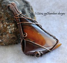 Mookaite in antiqued copper woven wire pendant. Sealed.