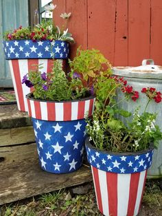 Patriotic decor by Studio M! Photo credit: @muddyoakhenhouse Fourth Of July Decor, 4th Of July Fireworks, 4th Of July Decorations, July 4th, Clay Pot Projects, Clay Pot Crafts, Fall Tree Painting, Decorated Flower Pots, Flower Pot Crafts