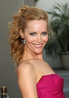 Pictures of Leslie Mann Half Up Half Down Wedding Hair. Get hairstyles ideas and inspiration with Leslie Mann Half Up Half Down Wedding Hair. Curly Half Up Half Down, Half Up Curls, Wedding Hairstyles Half Up Half Down, Wedding Hairstyles For Long Hair, 2015 Hairstyles, Bride Hairstyles, Cool Hairstyles, Casual Hairstyles, Leslie Mann