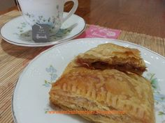 Apple Pie Puff Pastry Eating Apple Pie with your favourite drink, isn't it is wonderful? Allrecipes Apple Pie, Puff Pastry Apple Pie, Healthy Eats, Desserts, Food, Eat Healthy, Tailgate Desserts, Healthy Food, Deserts