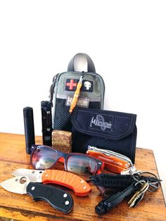 Fenix E11 & LD12, ◦Maxpedition pocket organiser containing FAK and basic survival kit. ◦Exotac Nanostriker on a ball chain. ◦Maxpedition CMC wallet ◦Found and restored solid brass zippo ◦Leatherman Juice S2 ◦Rayban Sunglasses ◦Keys with leather belt loop, Tritium glow fob, Quick release paracord lanyard, Resqme glass breaker & seatbelt cutter ◦Spyderco Pingo with custom Blaze orange g10 scales ◦Spyderco Squeak