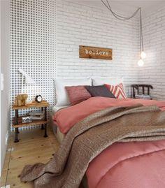 Um apt escandinavo lindo . A parede com tijolos aparentes é um charme !