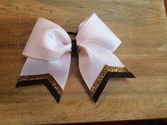 DIY cheer bow! Super simple and sooooo cute!!!!