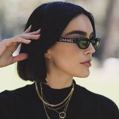 """MODAAZ on Instagram  """"Sunglasses style😎⠀ .⠀ O óculos é um dos acessórios  mais descolados e que dá um up instantâneo a qualquer visual né ! O modelo  retrô ... 9a8d5fb058"""