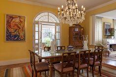 Decoração de: Sala de jantar; lustre de cristal; Casa de Valentina