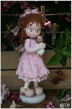 *SORRY, no information as to product used ~ Фигурки девочек-Girl Cake topper figurines - Мастер-классы по украшению тортов Cake Decorating Tutorials (How To's) Tortas Paso a Paso Polymer Clay People, Polymer Clay Figures, Polymer Clay Dolls, Polymer Clay Projects, Polymer Clay Creations, Ooak Dolls, Art Dolls, Lovely Tutorials, Porcelain Dolls Value