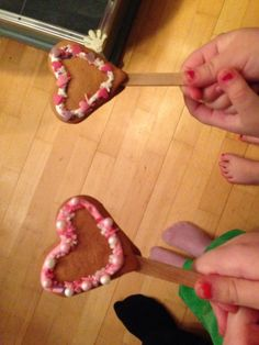 Piparitikkarit Gingerbread Cookies, Birthday Candles, Food, Gingerbread Cupcakes, Eten, Meals, Diet
