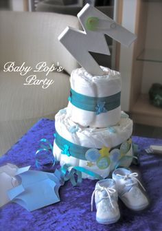 Gâteau de couches pour bébé (Diaper cake)  -  www.babypopsparty.com Dipper Cakes, Great Gifts For Mom, Mom And Baby, Couches, Montage, Shower Gifts, Ideas Para, Baby Shower, Things To Sell