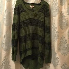 Green crochet hi low sweater Green crochet hi low sweater. NWOT. tag removed but never worn. Great for the holidays! DEREK PLUS Sweaters V-Necks