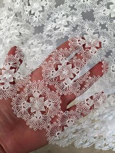 This Pin was discovered by Lal tureckie podobne do hairpin Crochet Doily Patterns, Crochet Art, Lace Patterns, Crochet Doilies, Needle Tatting, Needle Lace, Bobbin Lace, Needle And Thread, Crochet Organizer