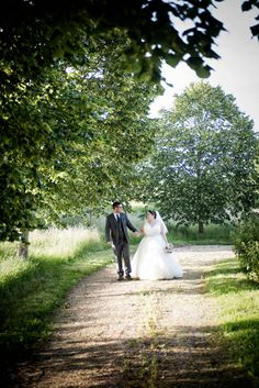 Great Barn Rolvenden wedding of Claire and Matt Check more at https://www.howlingbasset.com/great-barn-rolvenden-wedding-of-claire-and-matt/