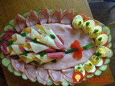 meat food cold meat and deviled egg platter Cute Food, Good Food, Deviled Egg Platter, Deviled Eggs, Meat Platter, Meat Trays, Antipasto Platter, Food Carving, Veggie Tray