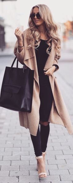 Street style black outfit and camel coat. Street style black outfit and camel coat. Style Outfits, Mode Outfits, New Outfits, Casual Outfits, Fashion Outfits, Fashion Clothes, Night Outfits, Classy Outfits For Women, Woman Outfits