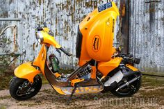 maybe, but in this case 'lower' as in more slammed than a … Vespa Gts, Vespa Lambretta, Motorcycle Types, Bobber Motorcycle, Motorcycle Design, Scooter Custom, Custom Bikes, Vespa 50 Special, Vespa Motor Scooters