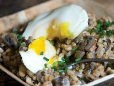 farro, eggs, and mushrooms: PERFECT recipe for meatless monday dinner!