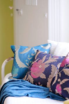 Pillows make rooms feel cozy and inviting Soft Furnishings, House Design, New Homes, Pillows, Furnishings, Throw Pillows, Marimekko, Floral Pillows, Home Decor