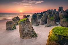 Tetrapoden im Abendlicht / Tetrapods at sunset (Hörnum/Sylt) by Dirk Wiemer… Wonderful Places, Great Places, Places To See, Beautiful Places, Iceland Landscape, Holiday Places, Beautiful World, Wonders Of The World, Monument Valley