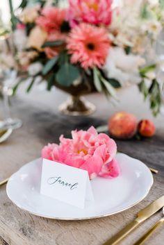 Peach Summer Wedding: fröhliche Sommerhochzeit in Pfirsichtönen Wedding Stationary, Wedding Planner, Table Decorations, Flowers, Home Decor, Instagram, Creative Ideas, Fruity Drinks, Ice Cream Cart